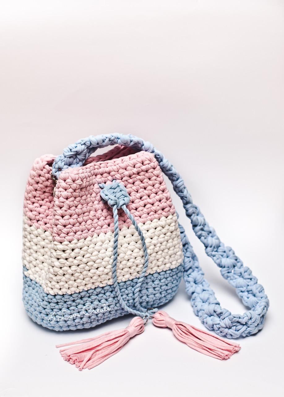 338c93fb5a22 Вязаные сумки не имеют критериев по размерам. Здесь скорее зависит от  предпочтений и назначений. Например, для хозяйства и походов в магазин, ...