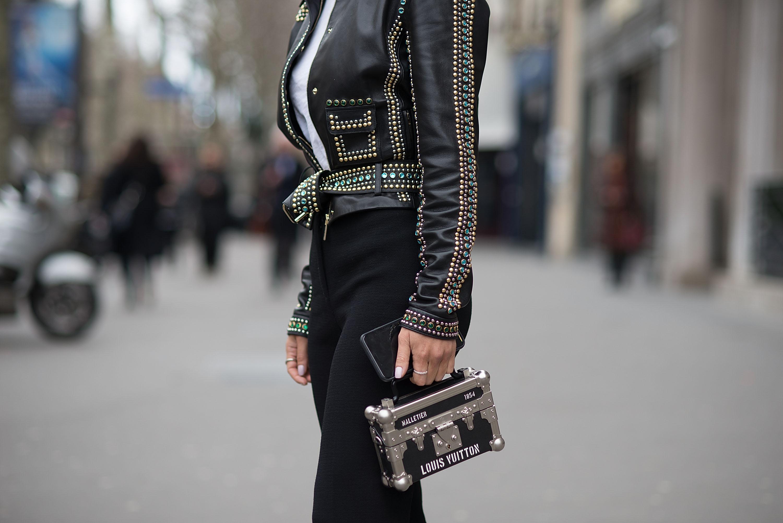 477a2c9cf7d9 Минималистичные и авангардные, сдержанные и эпатажные — и если среди модной  одежды существуют ключевые направления, то в сумках дизайнеры не ограничены  и ...