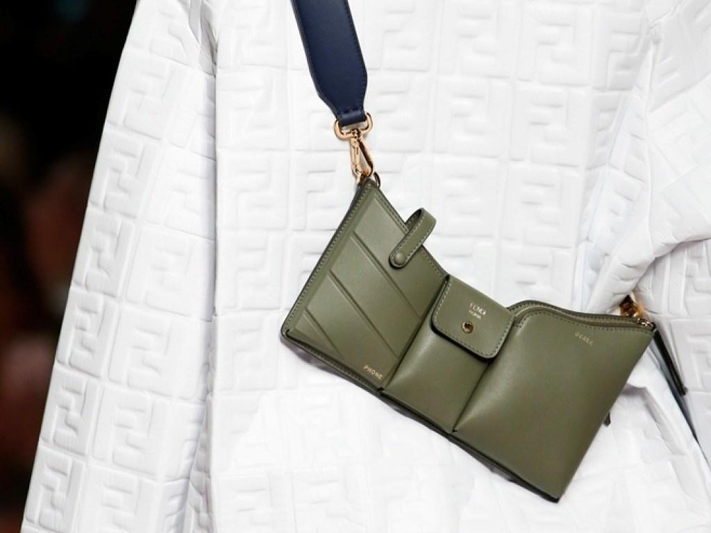 9c87806ce2fe На модных подиумах сезону 2019 года, частым гостем были женские сумки с  геометрическим дизайном. Многие известные бренды оригинально играли с  линиями и ...