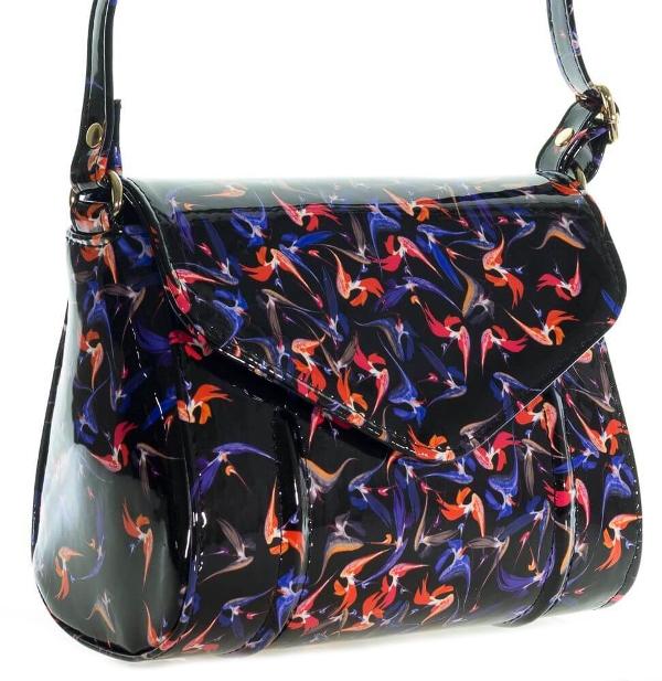 Женская сумка 35419 черная с цветным принтом