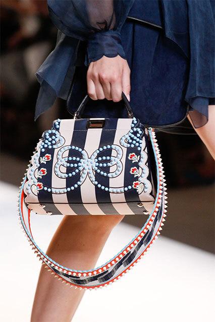 Полоска может присутствовать на любых элементах как одежды, так и  аксессуаров. Пляжные сумки в полоску 6b2318e204b
