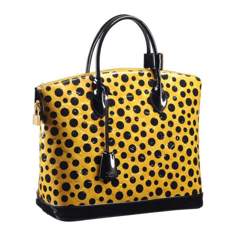 f458969e134c Новинки жіночих сумок на сьогодні представлені в самих різні варіанти -  шкіряні, текстильні, з штучних матеріалів. Наприклад, якщо вам потрібна  повсякденна ...